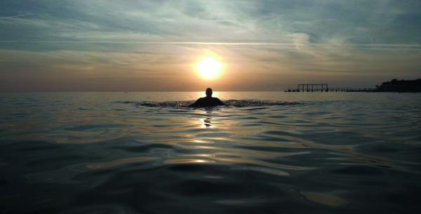 Baignade coucher du soleil